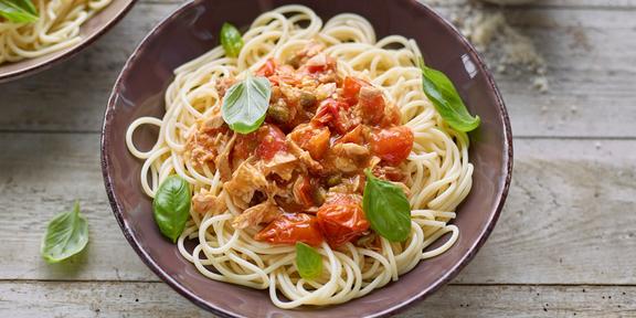 spaghetti au thon et aux tomates cerises. Black Bedroom Furniture Sets. Home Design Ideas