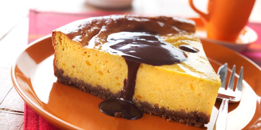 Cheesecake met kastanjepompoen, speculoos en chocoladesaus