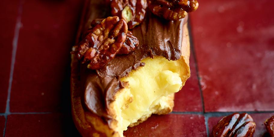 Éclairs à la ganache de chocolat noir et aux noix de pécan caramélisées