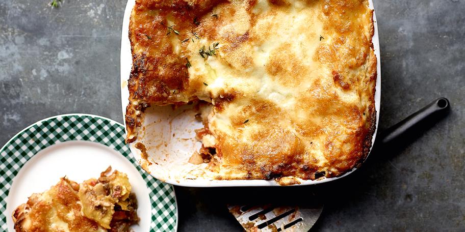 Lasagne bolo végé aux oignons caramélisés, mozzarella et piment d'Espelette