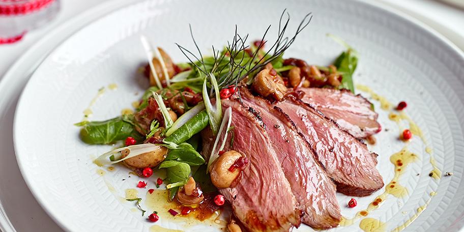 Salade van eendenborstfilet, duo van erwten en escabeche van champignons