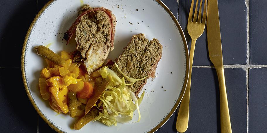 Pâté de lapin aux chicons, pickles maison