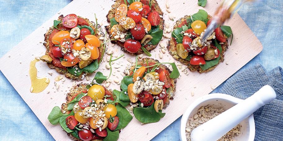 Minibloemkoolpizza's met tomaten