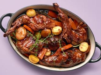 Mijoté de lapin aux abricots secs et pommes de terre grenailles