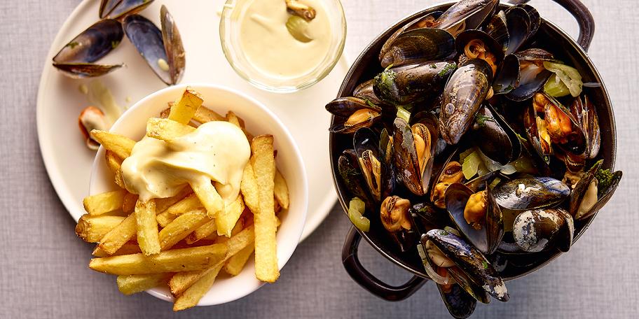 Mosselen met witte wijn, frietjes en homemade mayonaise