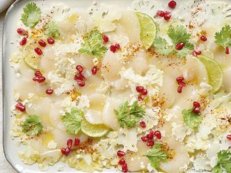 Carpaccio van sint-jakobsnoten en bloemkool met granaatappel