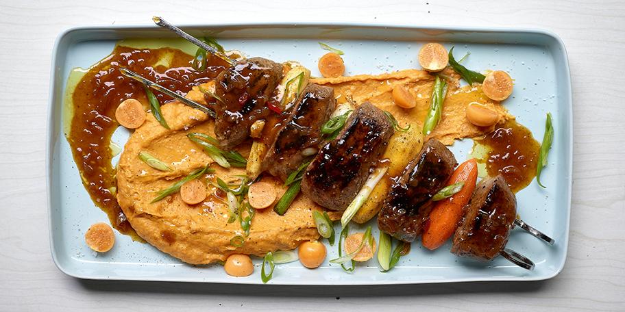 Brochettes de canard sauvage laquées et purée de patates douces