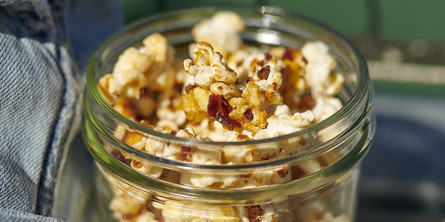 Popcorn met dadels en honing