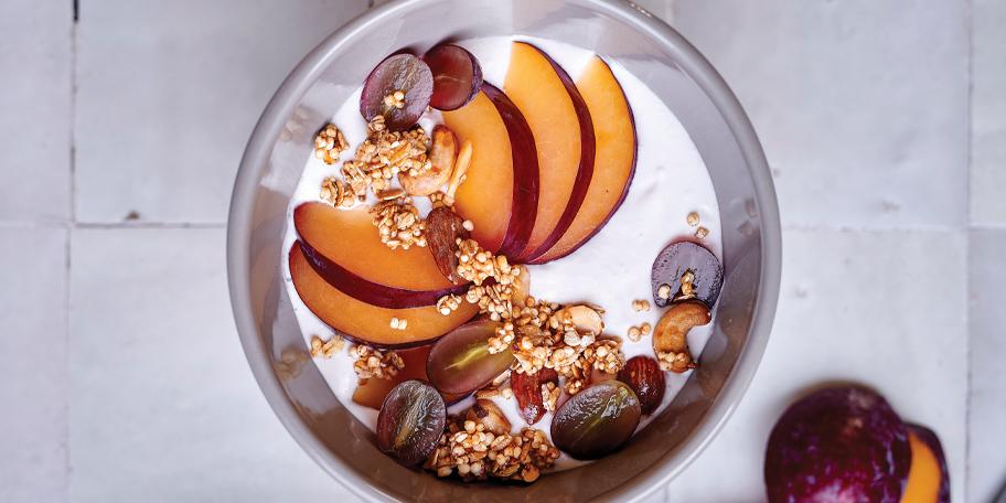Smoothie bowl végan au granola et aux fruits