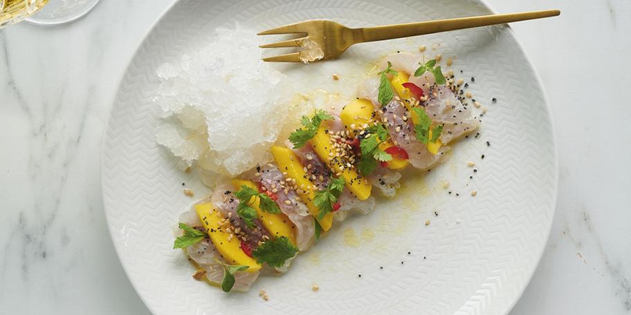 Tartaar van dorade met mango, granité van sake met gember