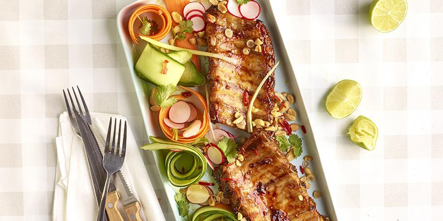 Spare-ribs à l'asiatique et salade de légumes croquants