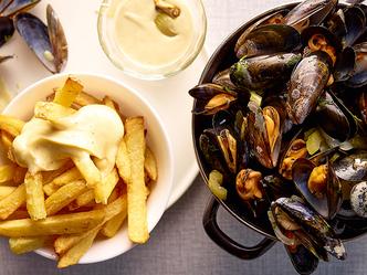 Moules au vin blanc, frites et mayonnaise maison