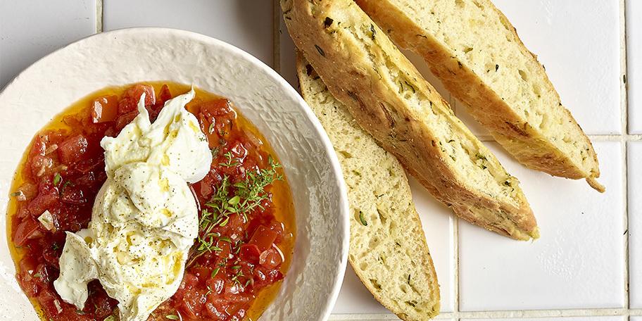 Focaccia aux courgettes, burrata et salsa tiède