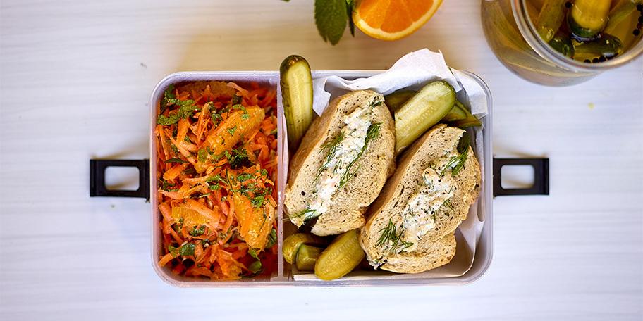 'Tahin-tino' en wortelsalade met sinaasappel