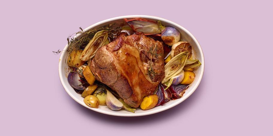 Gigot d'agneau rôti aux légumes d'hiver