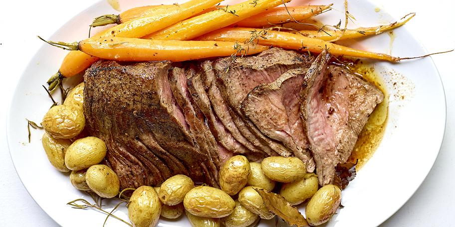 Rosbief, wortelen en krieltjes uit de oven