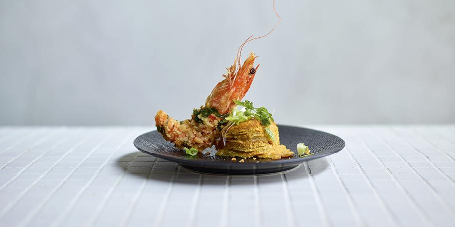 Crevettes croustillantes et gratin de panais au curry jaune